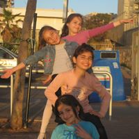 Pesach sheni picture of girls